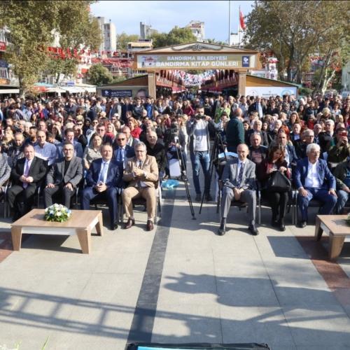Bandırma Belediyesi Kitap Günleri Kitaba Yolculukla başladı