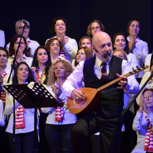 Ekrem ATAER yönetimindeki Halk Korosu Cemil Candaş Kent Kültür Merkezi'nde sahne aldı.