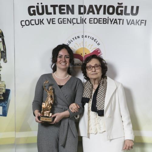 Gülten Dayıoğlu Çocuk ve Gençlik Edebiyatı Vakfı 10. Yaşını Kutladı!