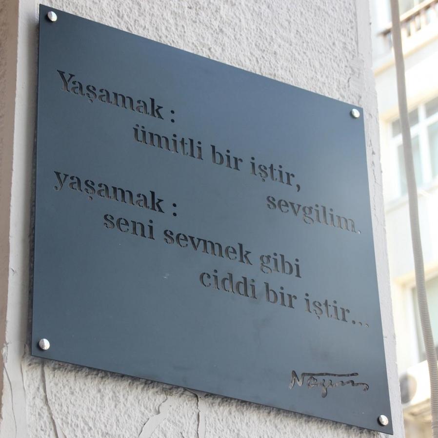 Nazım Şiirleri Kadıköy Duvarlarında
