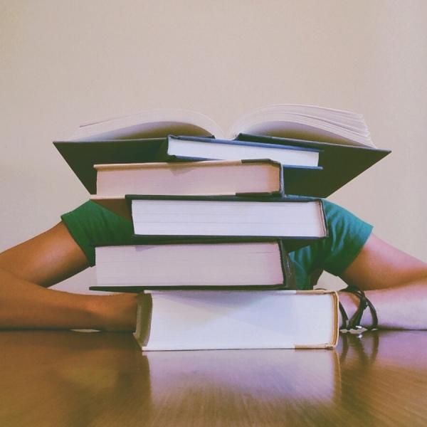 Okumak mı, okumuş gibi yapmak mı?
