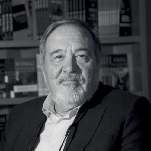 Ünlü tarihçi İlber Ortaylı yeni kitabını D&R'da imzalıyor